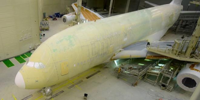 مقتطف - شاهد كيف تم طلاء أكبر طائرة في العالم تابعة لطيران الامارات
